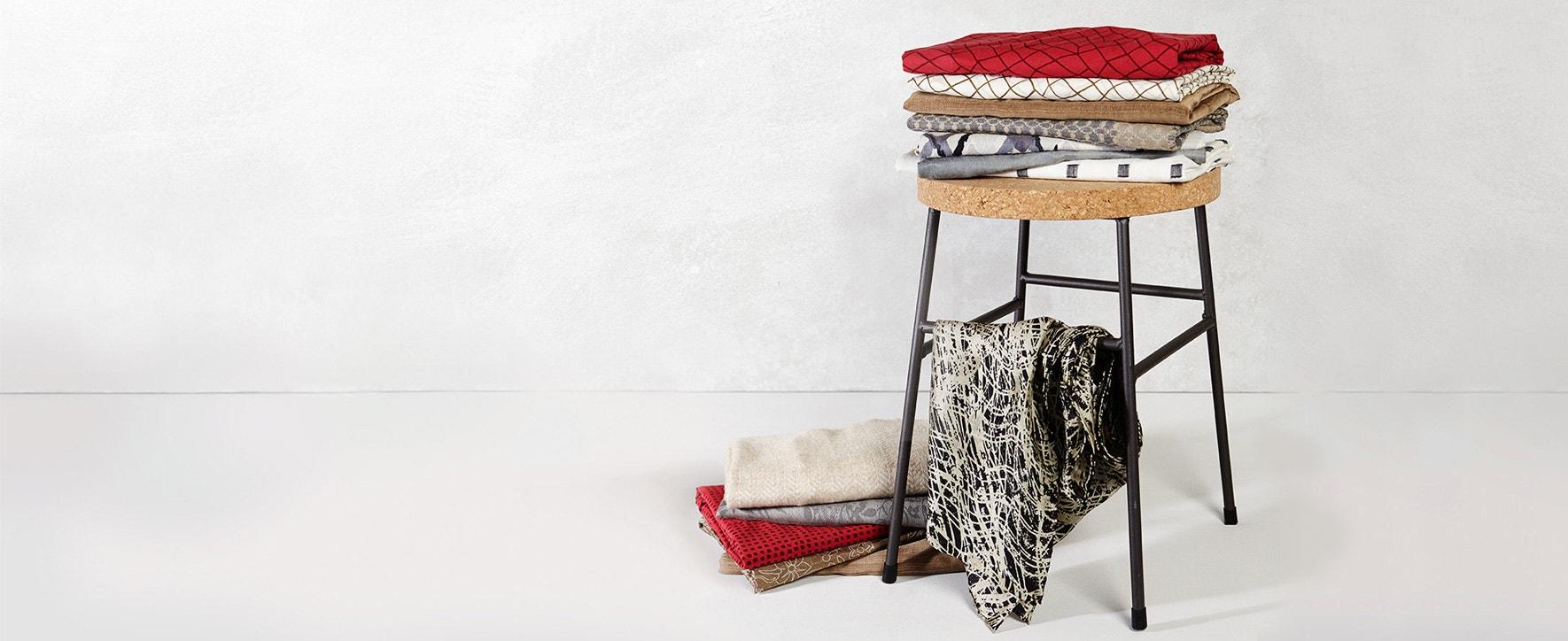 Schals, Loops & Tücher - Foto: GEPA - The Fair Trade Company / Julia von der Heide