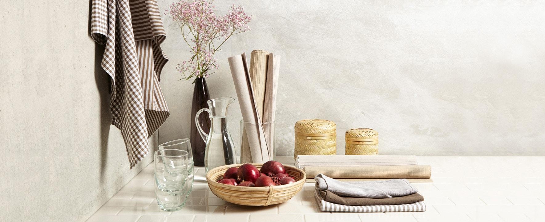 Tisch & Küche - Foto: GEPA - The Fair Trade Company / Julia von der Heide