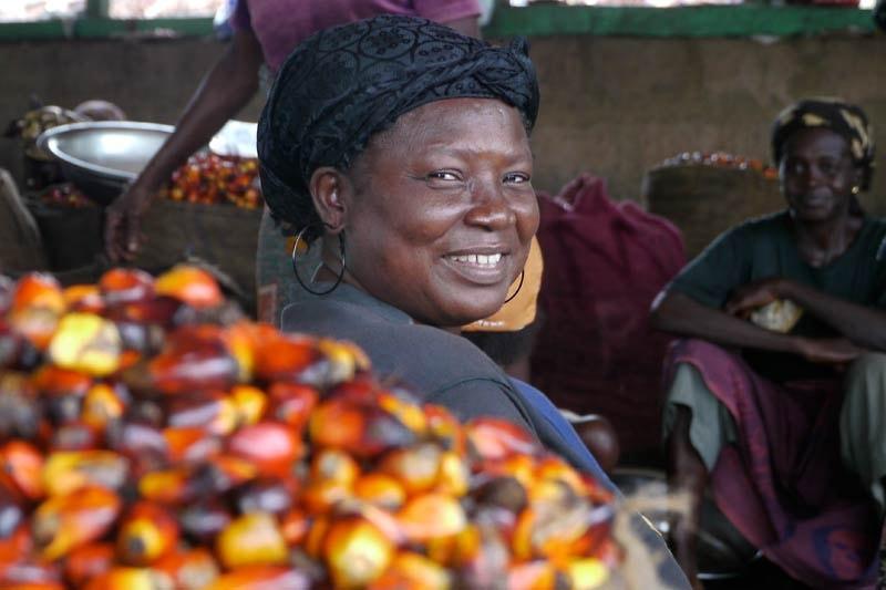 Kakao-Bäuerin in Ghana